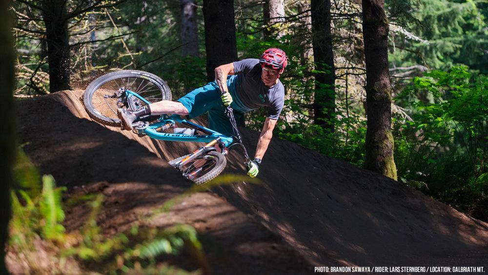 Bikes_Action_Smuggler3.jpg