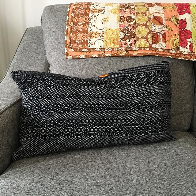 When life gives you leftover warp- you weave some new pillows! 〰️ Happy to continue the destash of yarn and give the living room some new texture. Also happy to say that the black handwoven pillow is stuffed with leftover wool yarn! I've been collecting leftover wool straps from knitting and weaving projects for two years now, and finally had enough for pillow stuffing! I'm kind of in love how heavy the pillow is. 🖤 . . . . . #handwoven #handwoventextiles #homedecor #weaving #floorloom #zerowaste #wool #ooak #handmade