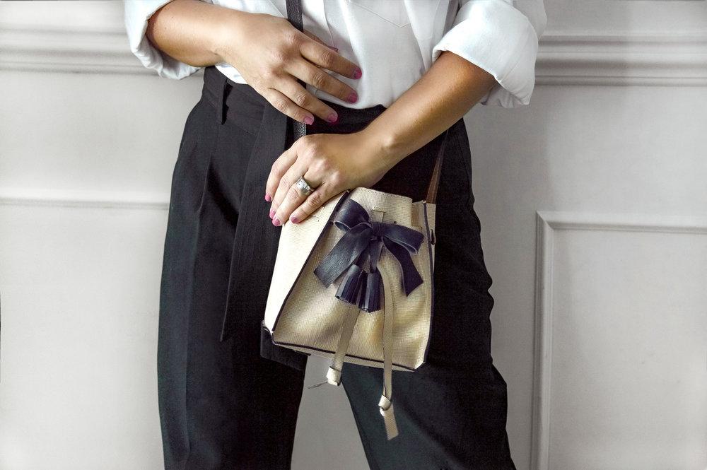 Julie Gold front pants negros.jpg