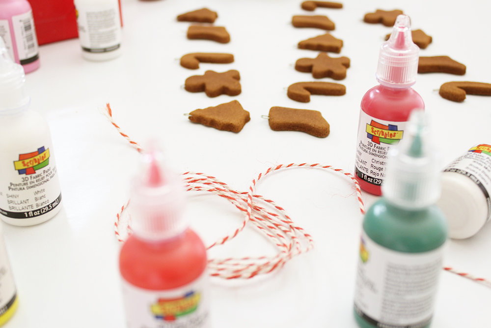 Mini Gingerbread Cookies Garlands + Decorating Party