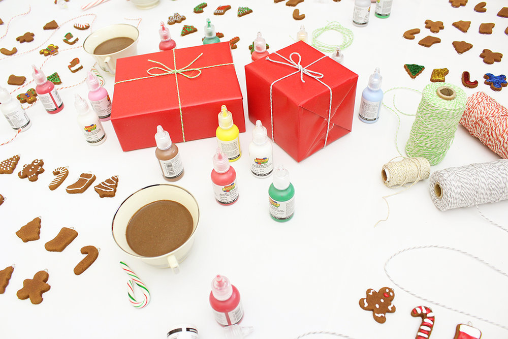 Mini Gingerbread Cookie Garland Decorating Party