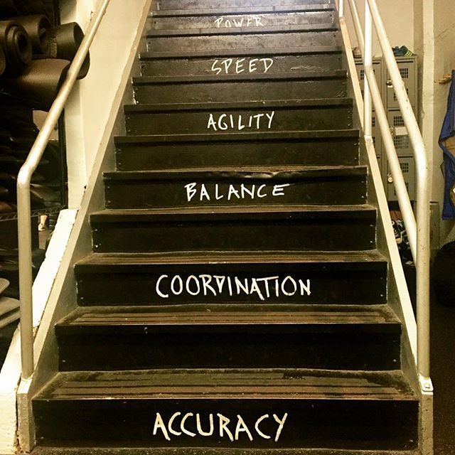 Morning workout ✔️ Ali here, trying to be a morning person. This morning I did the @evfperformance 30 minute class and loved it... but walking up these stairs at the end was a daunting task, thanks to tons of box jumps!  But remember - HUMP DAY IS PUMP DAY 💪🏼 Happy sweating!