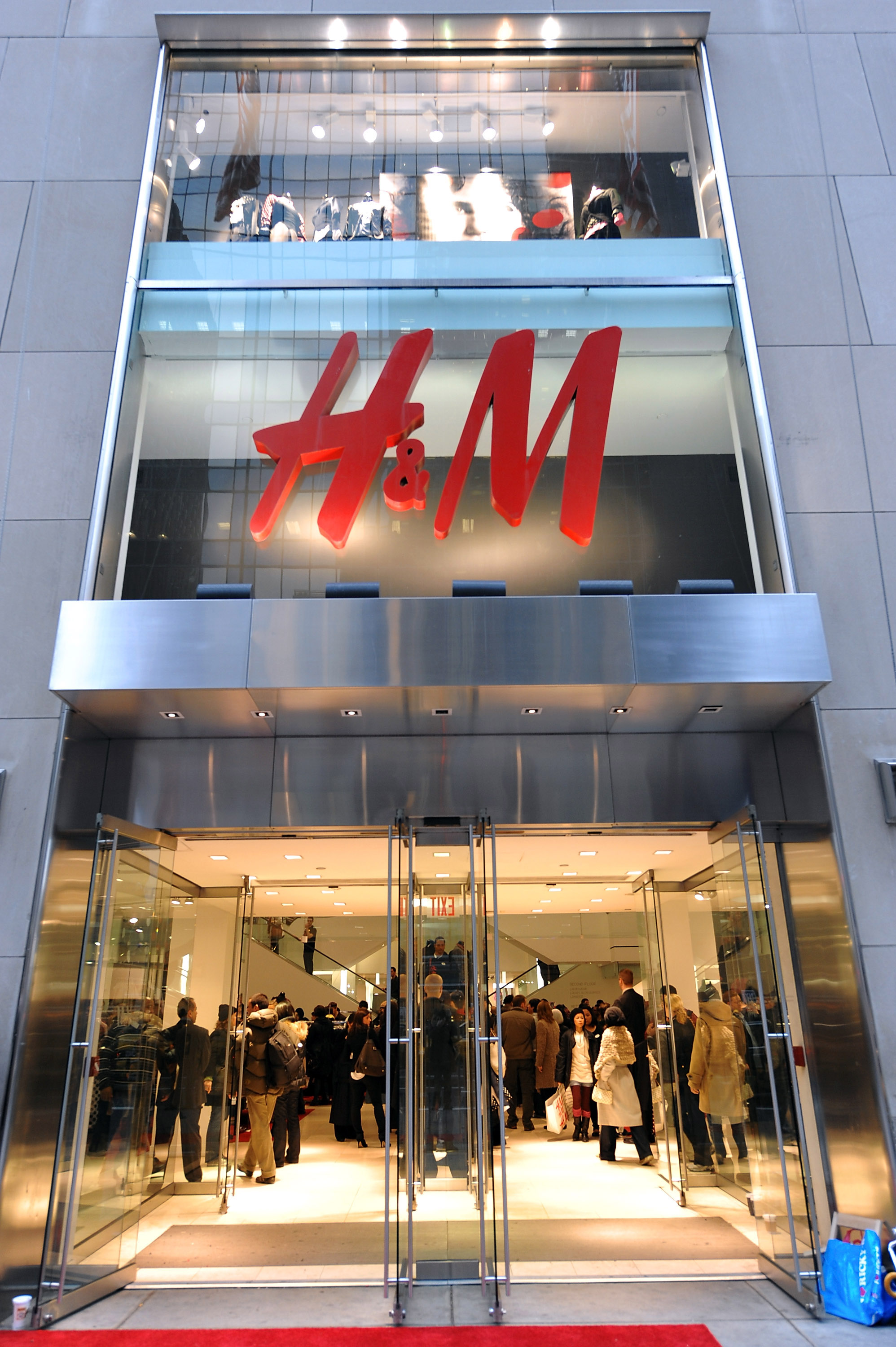 H&M Peachtree Mall Store Opening