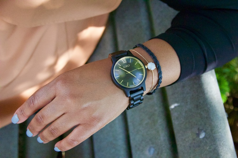 Plus-Size-Detroit-Style-Blogger-Jord-wood-Watch-2.jpg