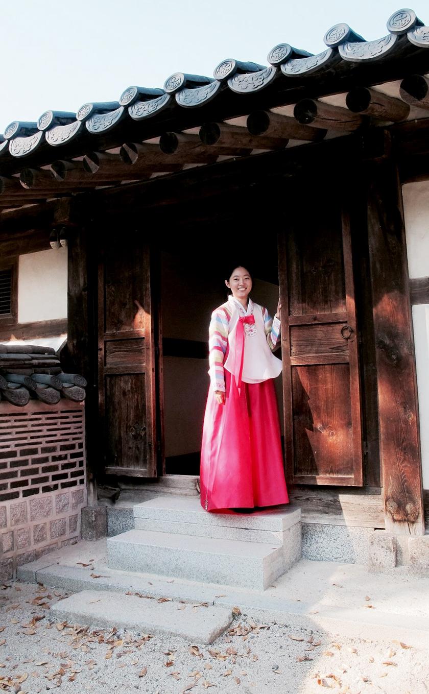unhyeonggung palace hanbok wearing