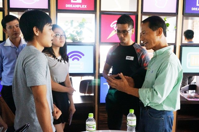 Anh Ted Nuyen (bên phải) trong một buổi kết nối  mentor - mentee . Ảnh: Đức Tâm