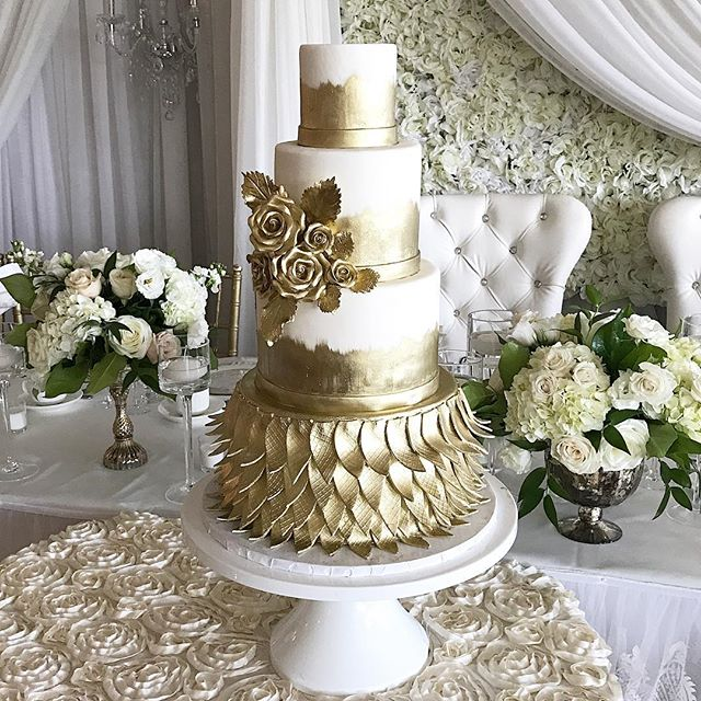 🌿 Congratulations Dunya & Tyler on their gorgeous wedding day 🌿 @fusionevents #ido #idoweddings #weddings #wedding #weddingcake #cake #fondant #beautiful #bitemebakeryca #mississauga #toronto #the6ix #yyz #canada