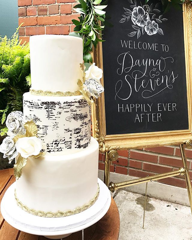 📖 It's all in the details ... Congratulations Dayna & Steven on their beautiful wedding day 📖 @designeddream #ido #idoweddings #weddings #wedding #weddingcake #cake #fondant #beautiful #romantic #script #poetic #poetry #books #bitemebakeryca #mississauga #toronto #the6ix #yyz #canada