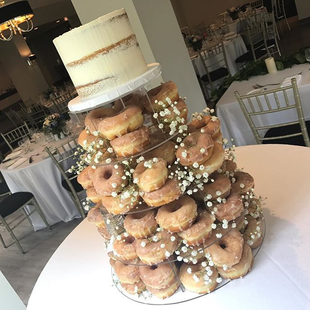 🍩 Congrats to Sharon & Steven on your beautiful wedding day 🍩 #doughnuts #donuts #cake #ido #weddings #wedding #weddingcake #cake #bitemebakeryca #mississauga #toronto #yyz #canada