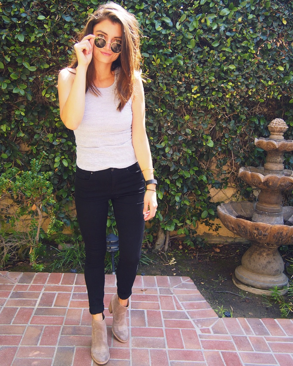 Top: Zara. Jeans: Topshop. Boots: Lucky Brand. Sunglasses: Ray-Ban.