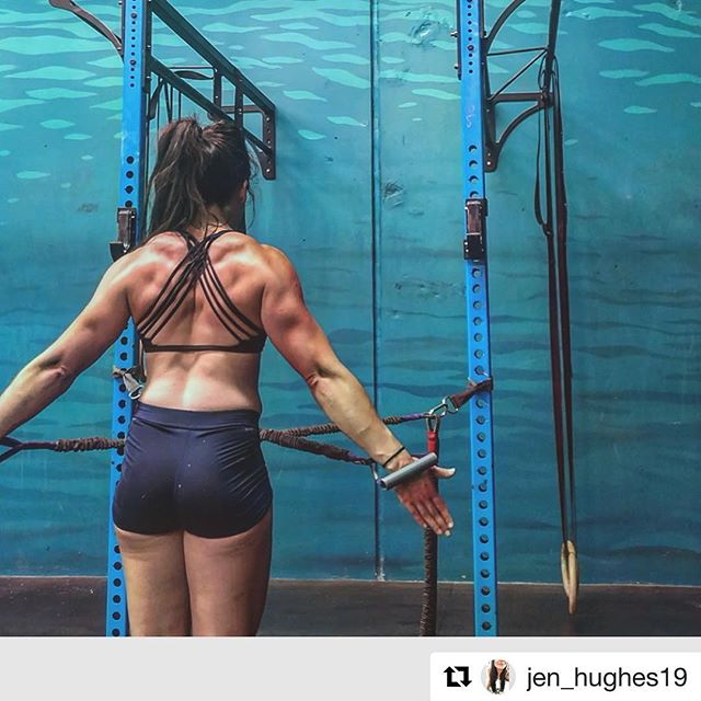 SIMPLE AND EFFECTIVE  Isometric holds are great correctives for identifying weaknesses and facilitating muscle activation.  #Repost @jen_hughes19 ・・・ Simple and effective @summit_chiro getting my late firing again with some isometrics 👌 . . #rebuild #comebackstronger #fitness #health #subscaptear @benroufail_chiro