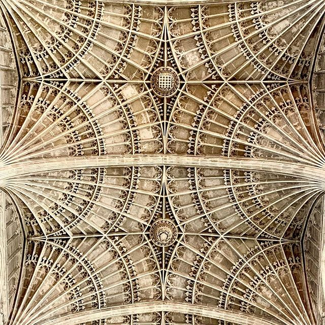 Looking up at Kings College Chapel #kingscollege #kingscollegechapel #cambridge #england #gaytravel #gaycation #blessed #texture #architecture #religiousarchitecture