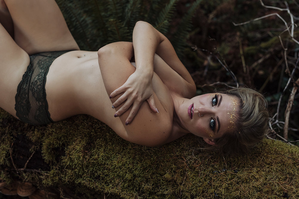 Victoria-BC-Outdoor-Boudoir-Moss-Photography-135.jpg
