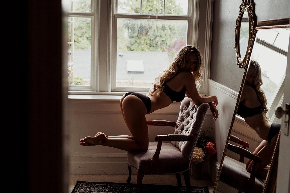 Victoria-BC-Boudoir--Moss-Photography-2.jpg