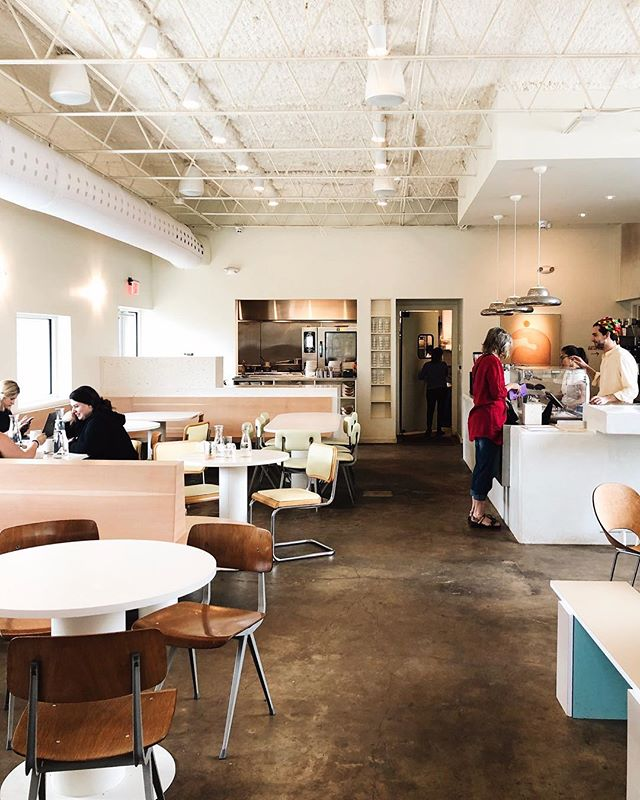 Met up with my former client turned friend, @bek_madrid for a super delicious lunch. I love that she suggested @wearevibrant not only for the food but so I could also check out the design. Everything from the warm wood tones, pale pastel palette, and terrazzo details made my eye so so happy.