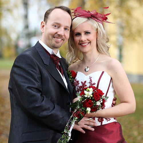 Hääkuva, hääpotretti. Valokuvaaja Janne Laaksonen, Riihimäki. Toiminta-alueena mm. Hyvinkää, Loppi, Nurmijärvi, Hämeenlinna ja Tervakoski