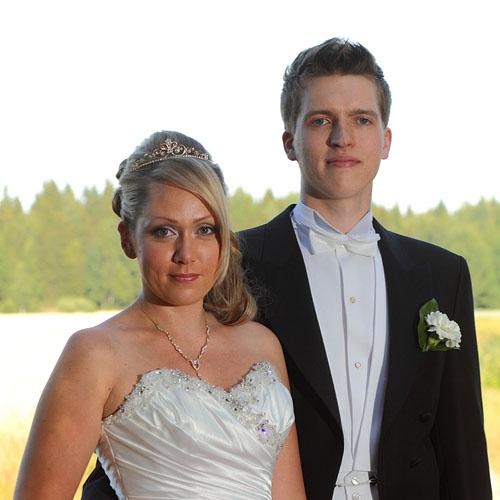 Wedding picture, wedding portrait. Photographer Janne Laaksonen, Riihimäki