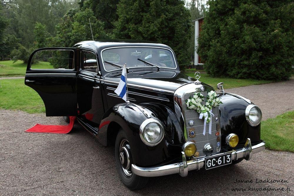 Iitin kirkko elokuussa, hääauto. Valokuvaaja Janne Laaksonen, Riihimäki