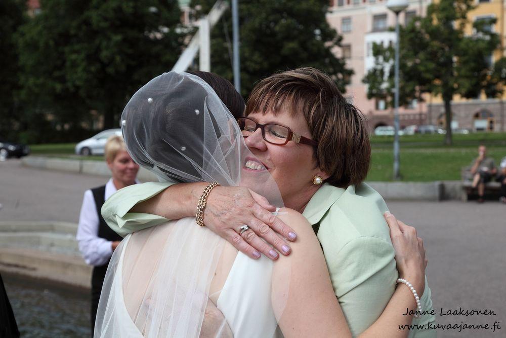 Helsinki. Hääparin onnittelut. Valokuvaaja Janne Laaksonen, Riihimäki