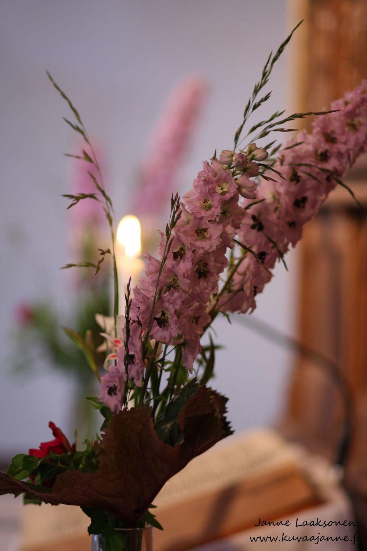 Wedding pictureVanajan kirkko kesäkuussa, vihkiminen ja hääseremonia. Valokuvaaja Janne Laaksonen, Riihimäki