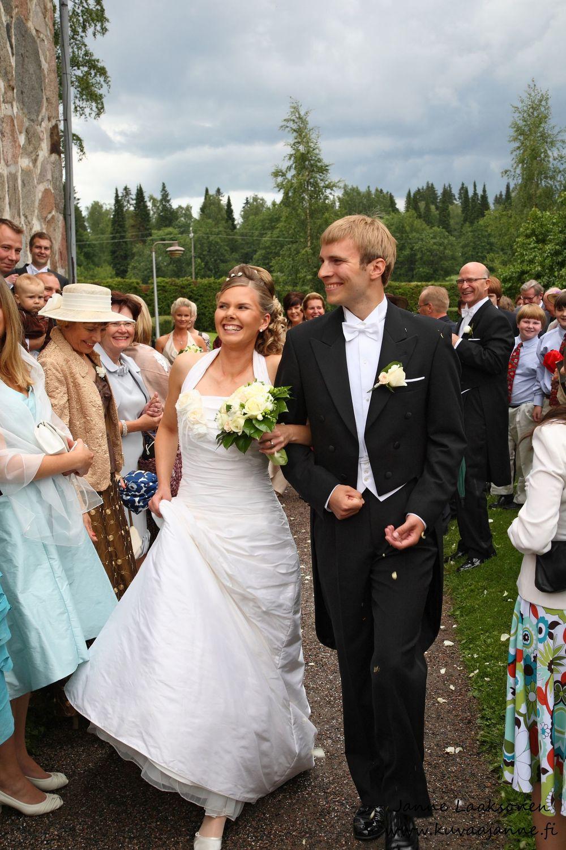 Vanajan kirkko kesäkuussa, vihkiminen ja hääseremonia. Valokuvaaja Janne Laaksonen, Riihimäki