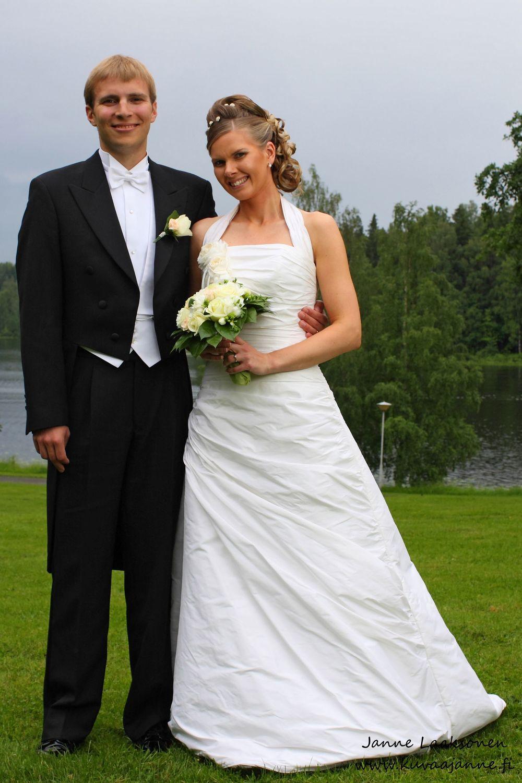 Aulanko kesäkuussa, morsiuspari ja hääpotretti. Valokuvaaja Janne Laaksonen, Riihimäki