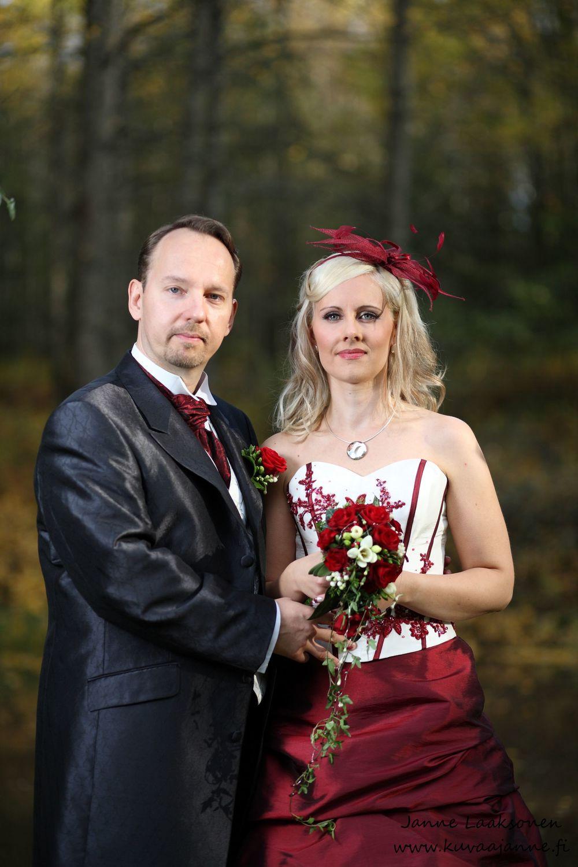 Hirvihaaran kartano lokakuussa. Morsiuspari ja hääpotretti. Janne Laaksonen, Riihimäki