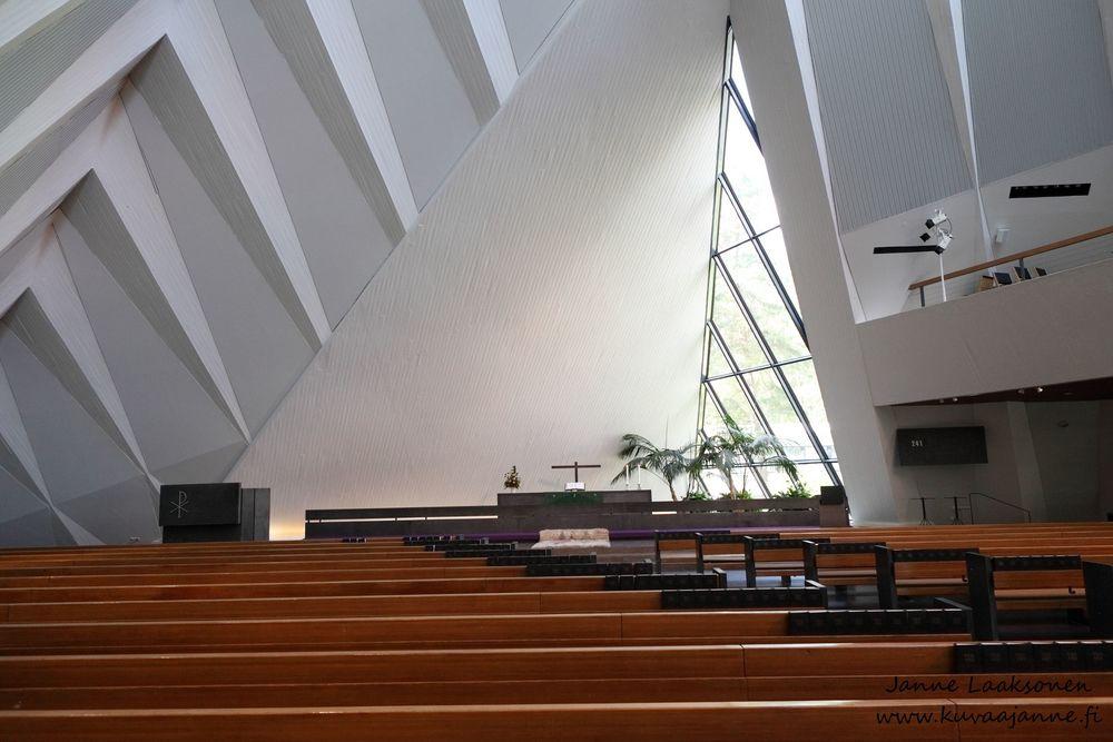 Hyvinkään kirkko heinäkuussa. Vihkiminen ja hääseremonia. Janne Laaksonen, Riihimäki