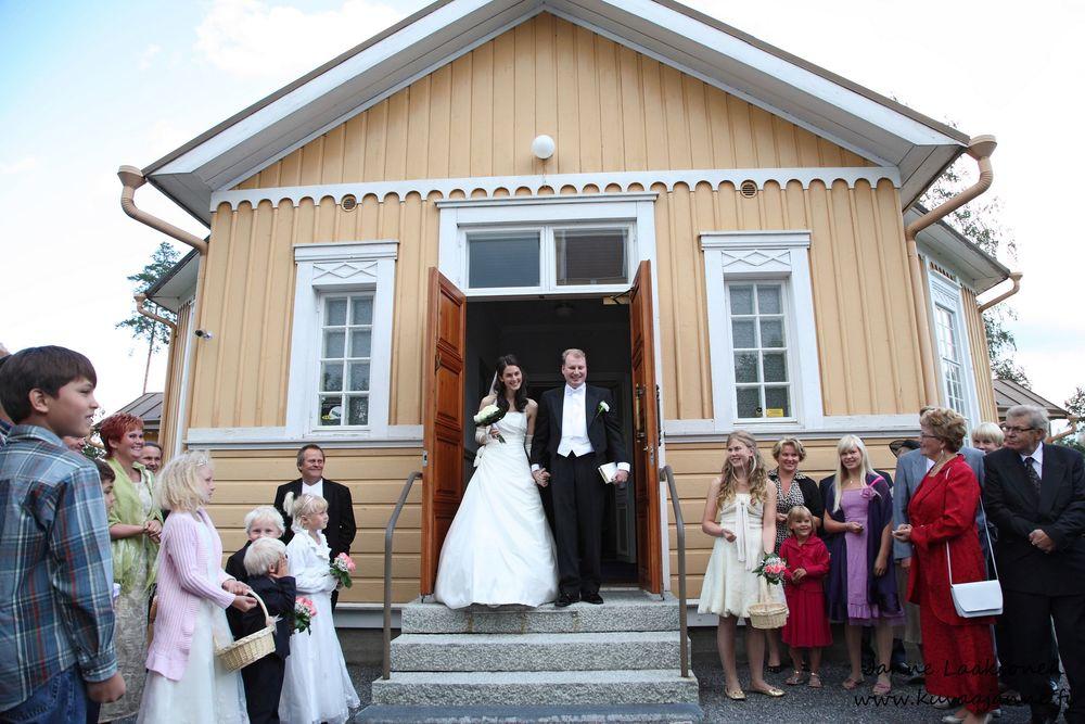 Juupajoen kirkko elokuussa. Vihkiminen ja hääseremonia. Janne Laaksonen, Riihimäki
