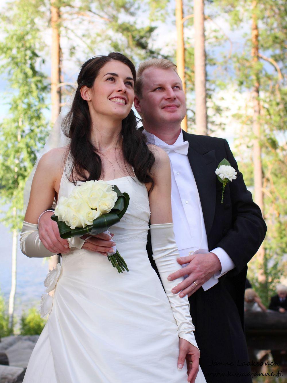 Koivulahden Rapukartano elokuussa. Morsiuspari ja hääpotretit. Janne Laaksonen, Riihimäki