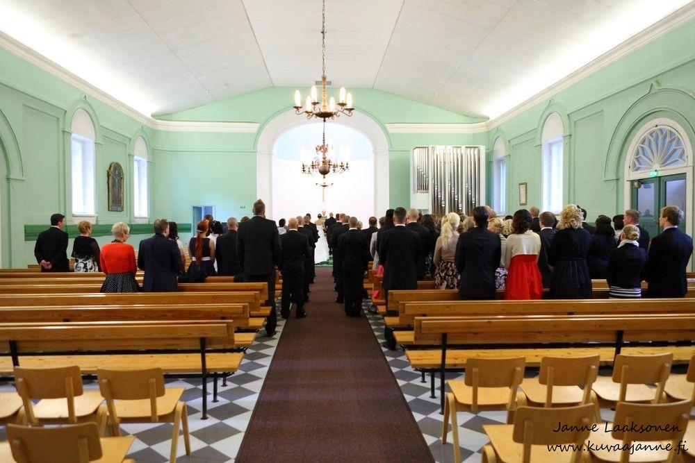 Riihimäen varuskuntakirkko elokuussa. Vihkiminen ja hääkirkko. Valokuvaaja Janne Laaksonen, Riihimäki