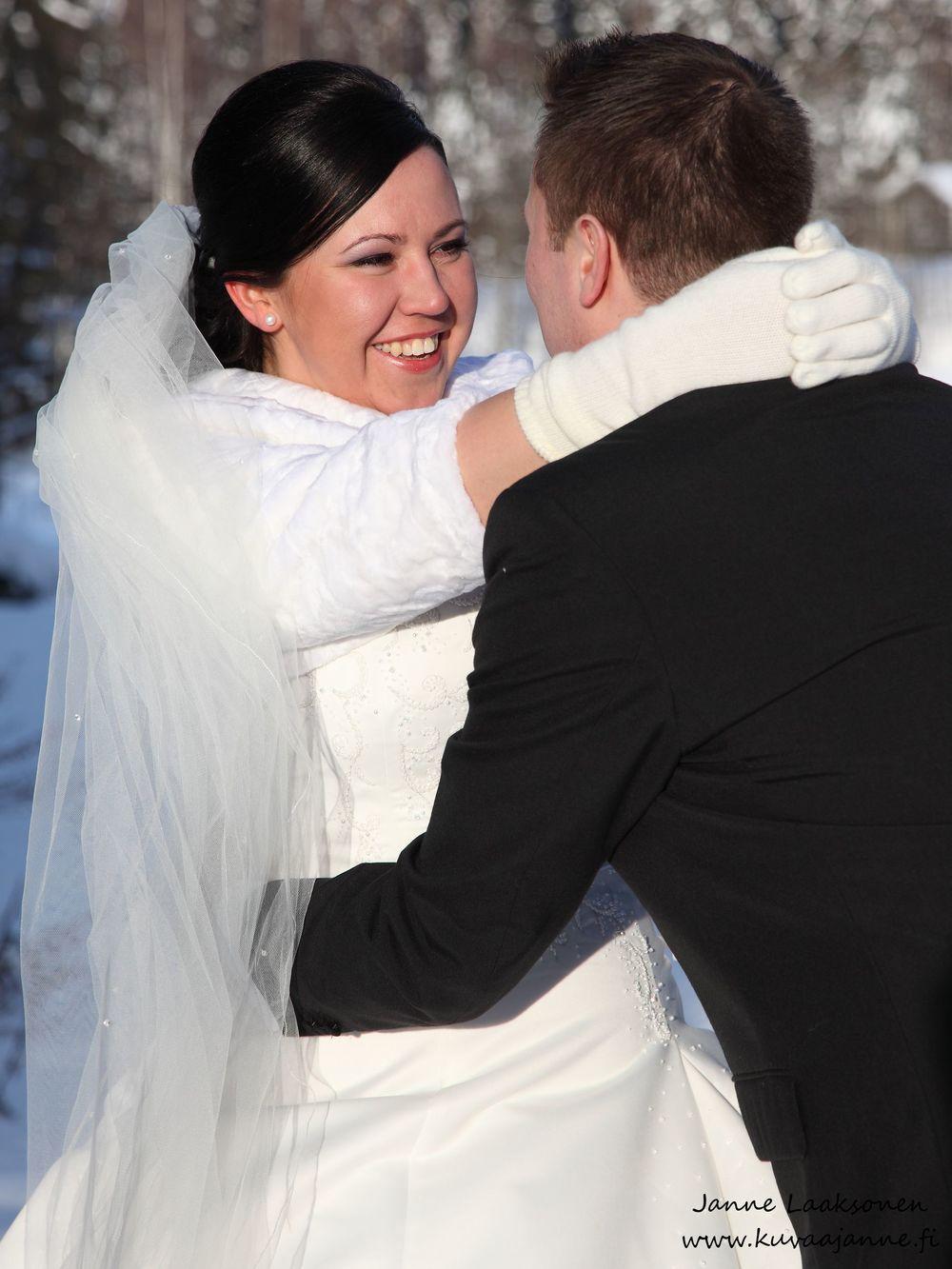 Hääpotretti Riihimäellä. Valokuvaaja Janne Laaksonen, KuvaaJanne Ky, Riihimäki