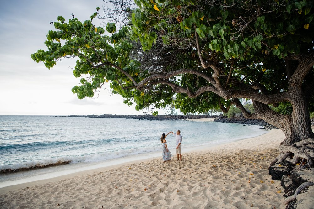 newly engaged couple at kona beach
