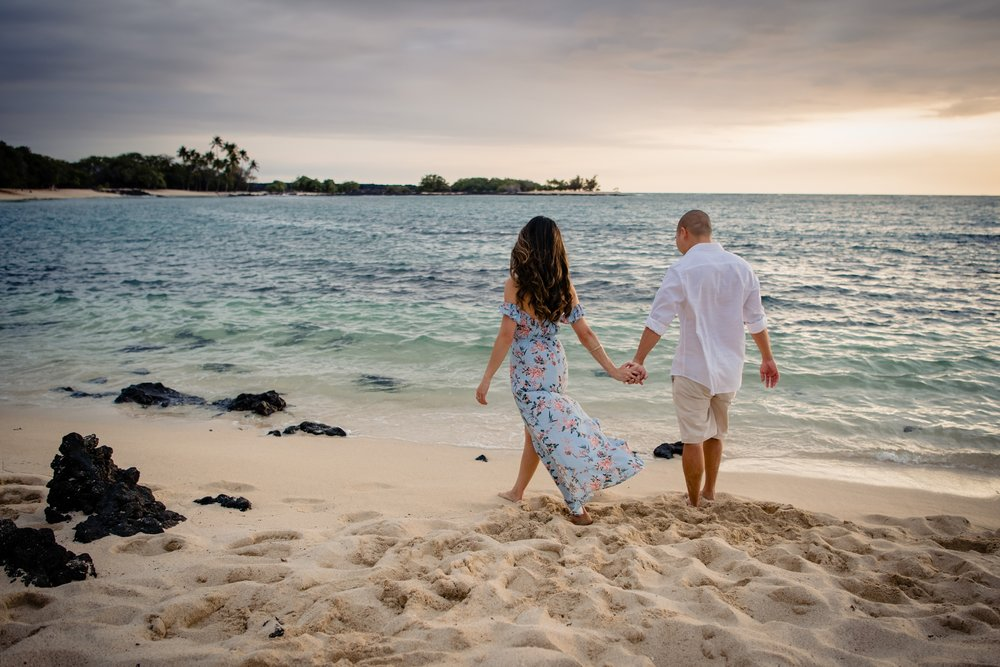 kona engagement session at sunset