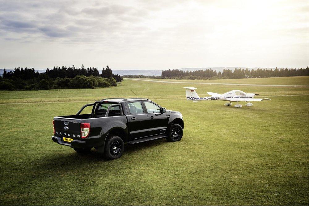 Ford Ranger Black Edition pickup to make first appearance at Frankfurt M....jpg