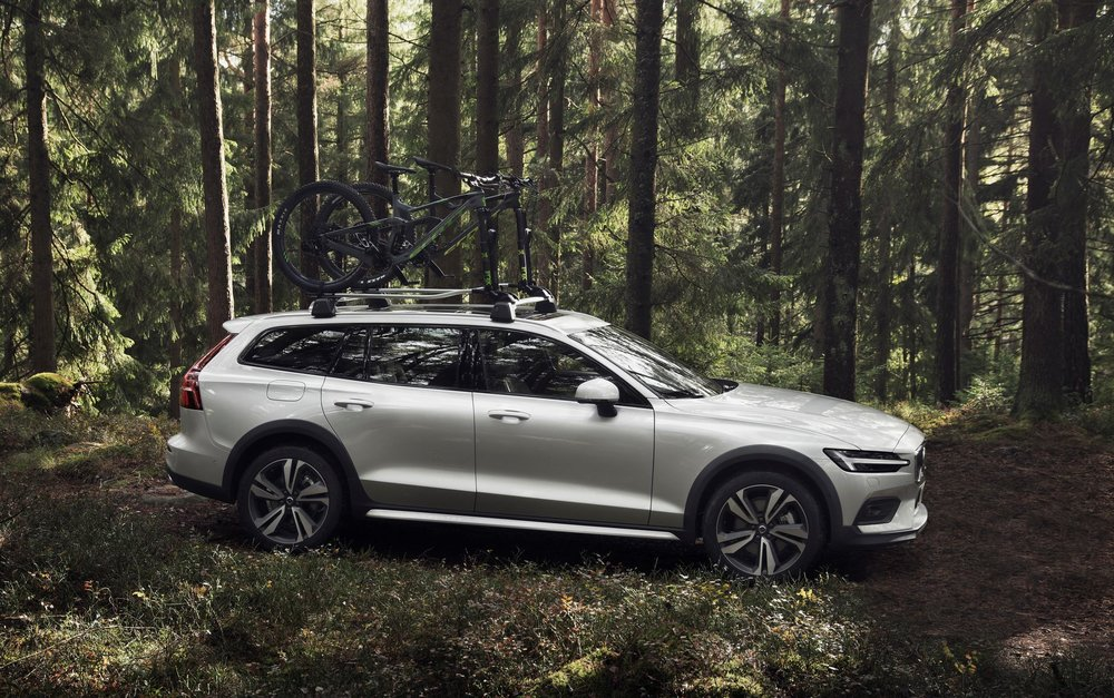 238219_New_Volvo_V60_Cross_Country_exterior.jpg