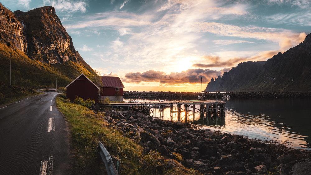 norwegen-senja-huette-sonnenuntergang-meer-daniel-wohlleben.jpg