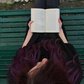 Nocturnal Blaze - Laureata in Lingue e Letterature Straniere, Sara si sta specializzando in Editoria per seguire il suo sogno di lavorare nel mondo dei libri.Sul suo canale, aperto ormai da diversi anni, parla di ciò che legge e cerca di riflettere sul mondo della lettura, ma ogni tanto prova a inserire anche argomenti diversi, perché i libri non sono la sua unica passione.Fare video è un hobby che la diverte e che le ha dato molte soddisfazioni.