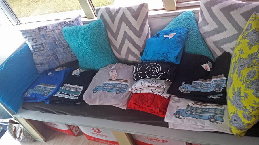 900-shirts-selling-couch-skoolielove.jpg