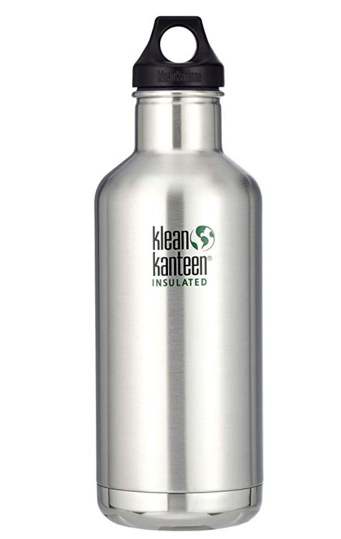 BOTTIGLIA ISOLATA - Se stai pensando di comprare una bottiglia riutilizzabile allora investi in una che sia isolata e tenga sia il caldo che il freddo. Questa è la nostra e ha superato egregiamente una giornata al mare tenendo fresca l'acqua per bene 8 ore sotto al sole Australiano