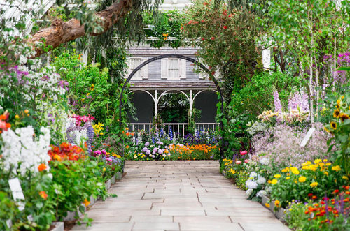The Good Trade suggests gifts like a trip to the NY Botanical Gardens...