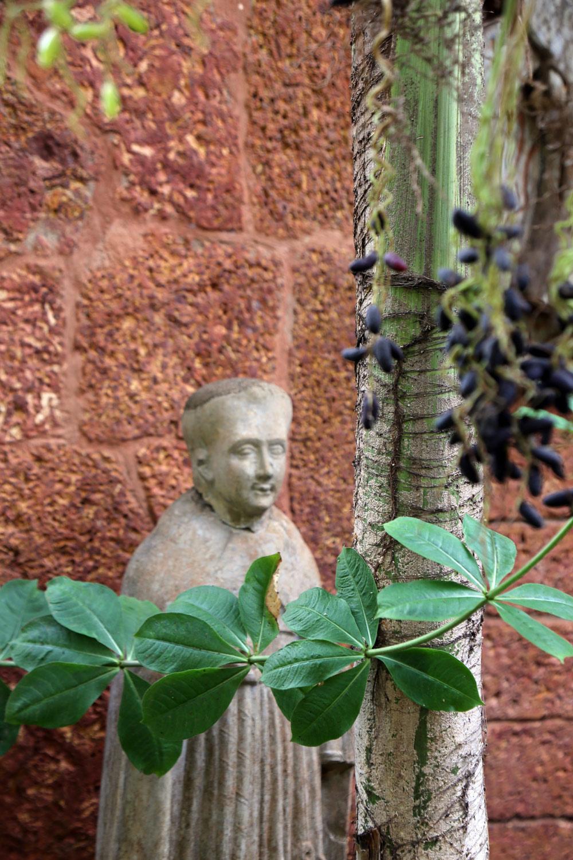AhilyaByTheSea-Goa-gardenstatue