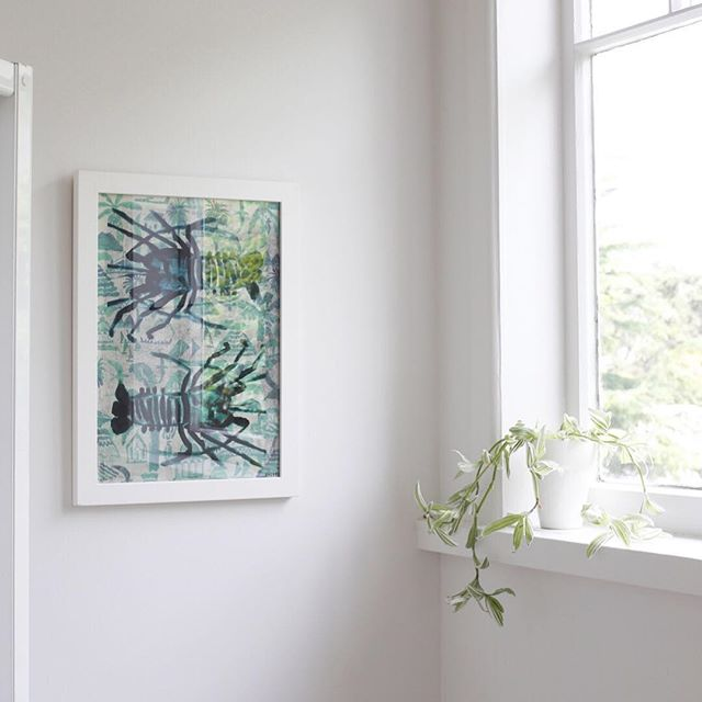 Bathrooms seem to be the one room we're afraid to hang art, yes it's probably not the best place for an original oil on canvas but a framed art print will look and survive just fine ; ) #artineveryroom #moreartinbathrooms