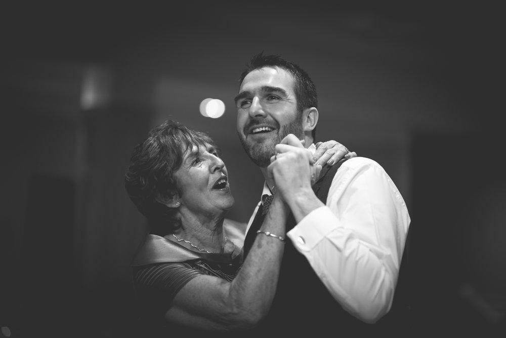 Francis&Oonagh-Dancing-21.jpg