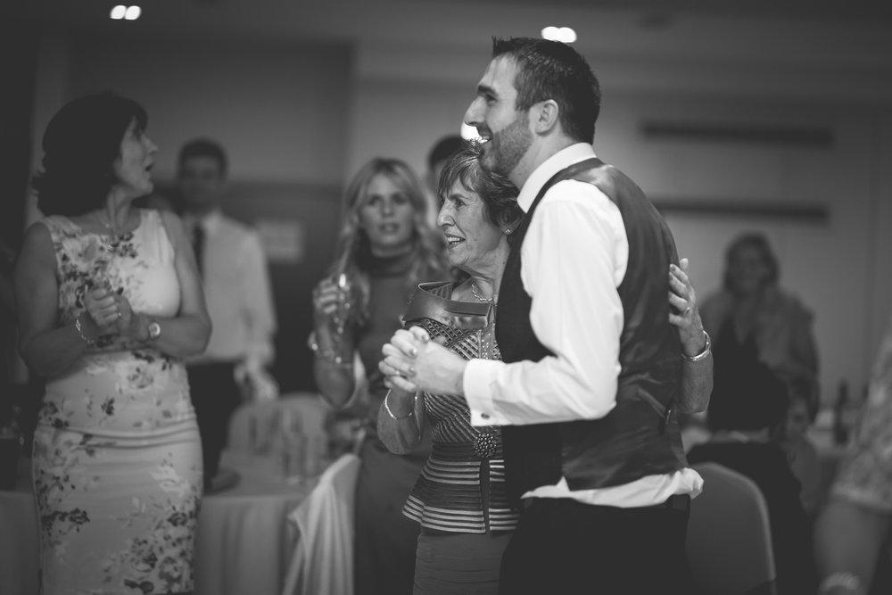 Francis&Oonagh-Dancing-20.jpg