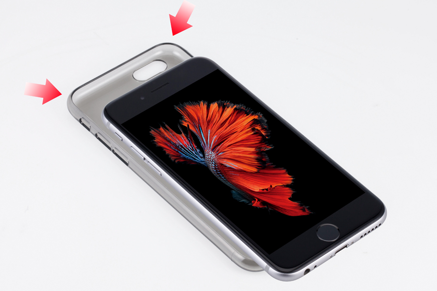 1.   製品の上部から  iPhoneを  はめ込みます  。