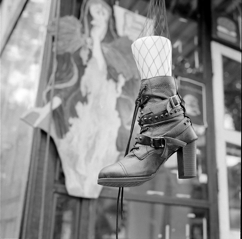 Chromacomaphoto Bangkok Street Photography Delta 400 Rolleiflex Thailand  planar xenotar 2 8 e 3 5 f  (8).JPG