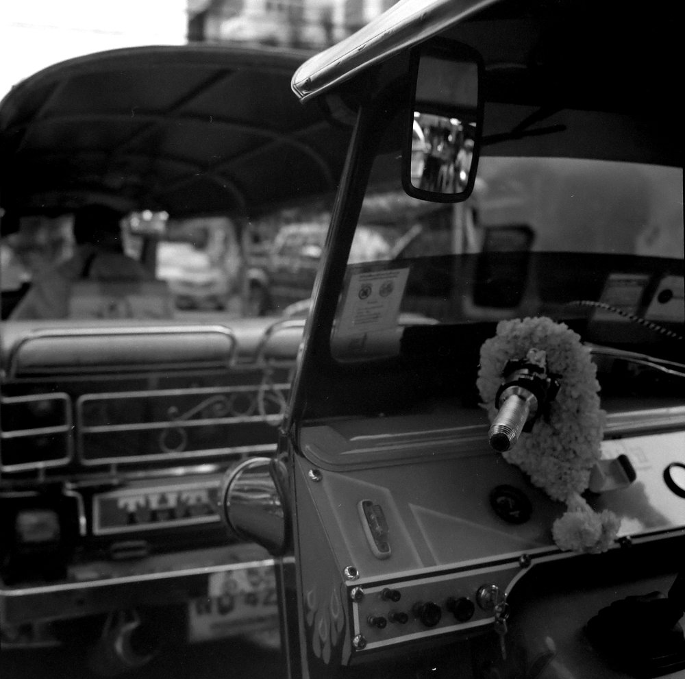 Chromacomaphoto Street photography guide bangkok thailand chinatown rolleiflex delta 400 (2).JPG