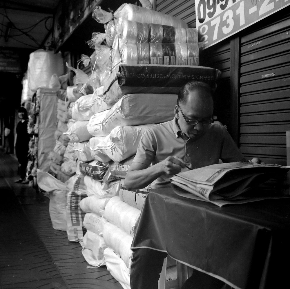 Chromacomaphoto Street photography guide bangkok thailand chinatown rolleiflex delta 400 (4).JPG