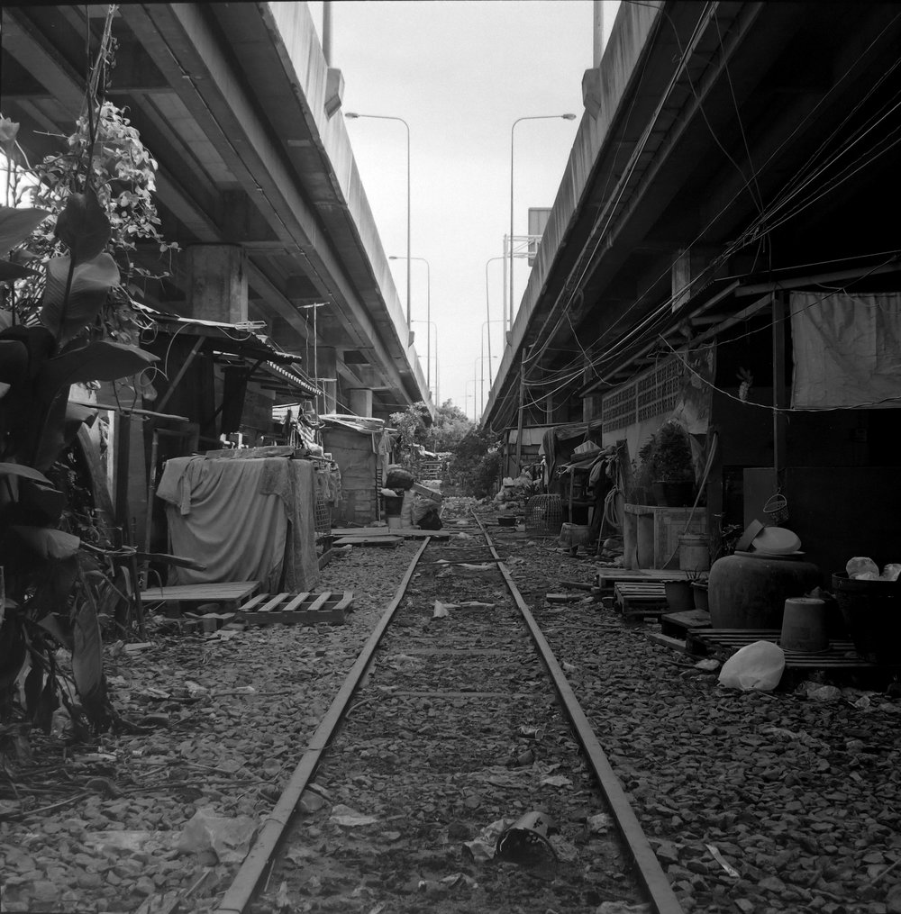 chromacomaphoto bangkok street photography rolleiflex black white ilford thailand khlong toei slum ghetto (1).JPG